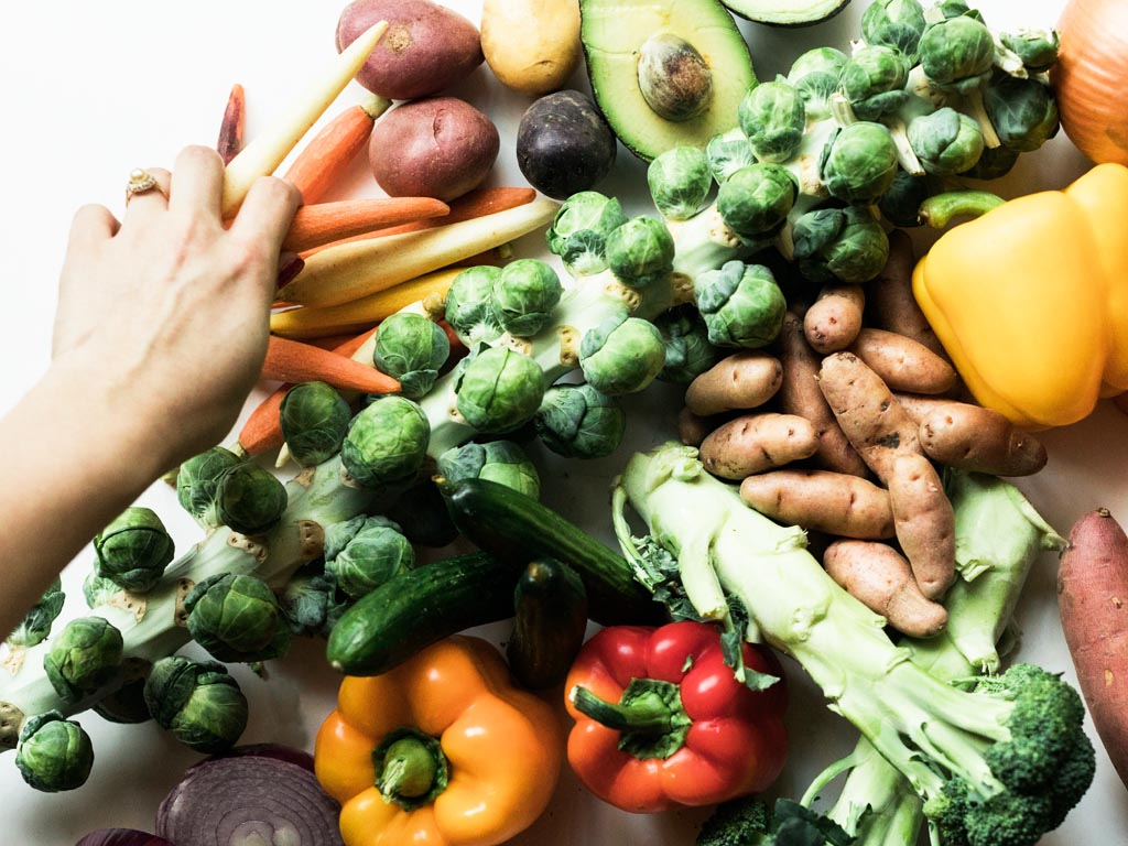 Oproep honderden organisaties: regeerakkoord met btw-verlaging AGF en accijns frisdrank en vlees